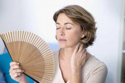 Yoga e Menopausa: Ritrova il Tuo Benessere